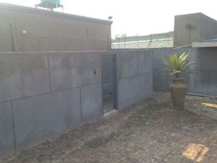 3x Bedroom Townhouse Bon Accord Dam