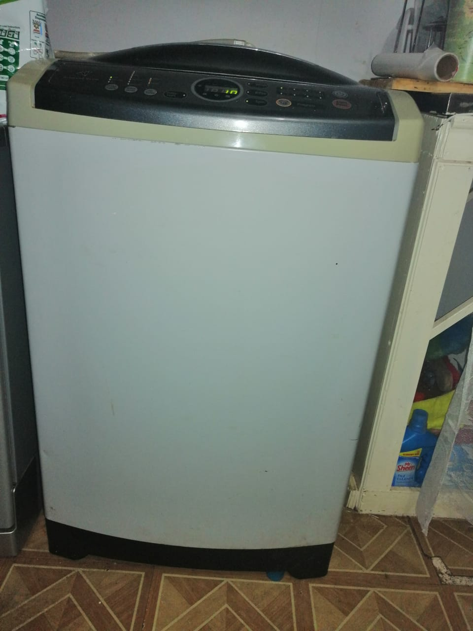 Samsung washing machine. 13kg. excellent condition. Can be delivered in Bloemfontein or Pretoria.