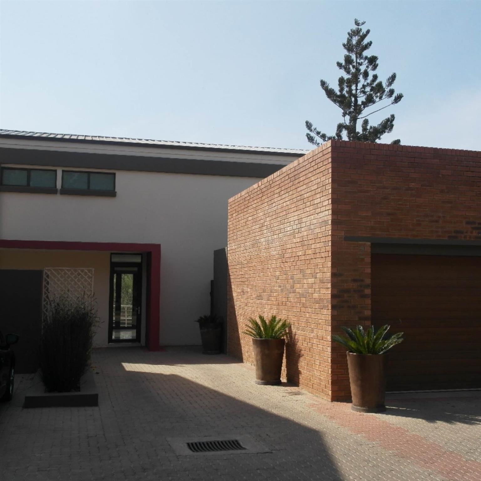 Townhouse For Sale in ALPHEN PARK