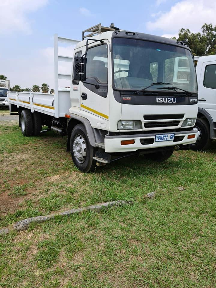 2009 Isuzu FTR800 dropside truck for sale