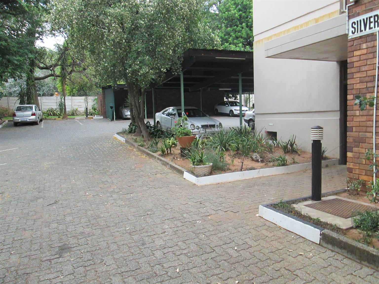 Silverton. Flat for sale R430 000. Ground floor, one bedroom one bathroom.