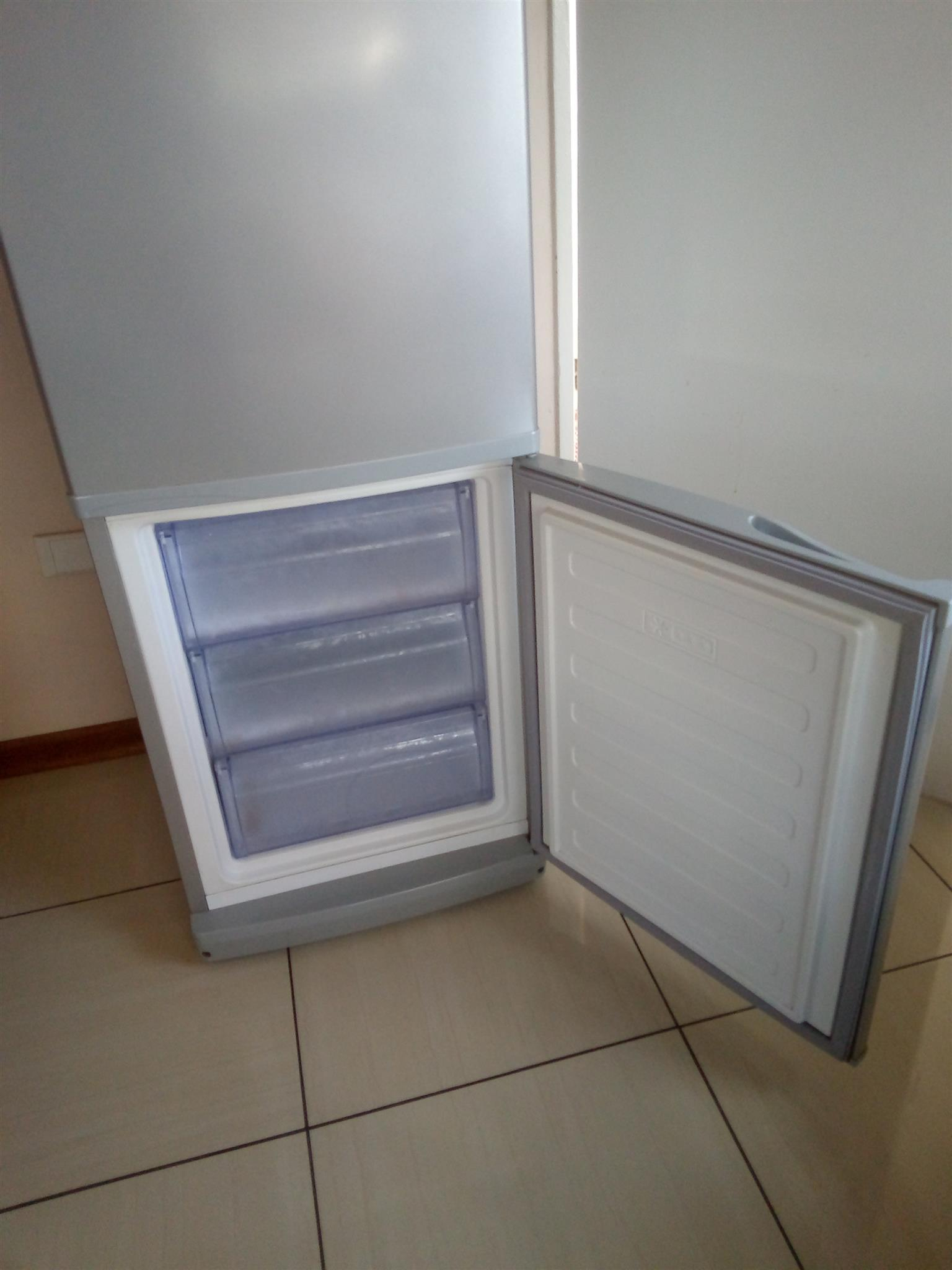 Defy fridge for sale R2700 negotiable.