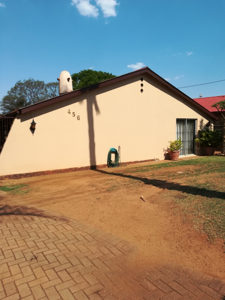 Lovely big house for sale in Pretoria North