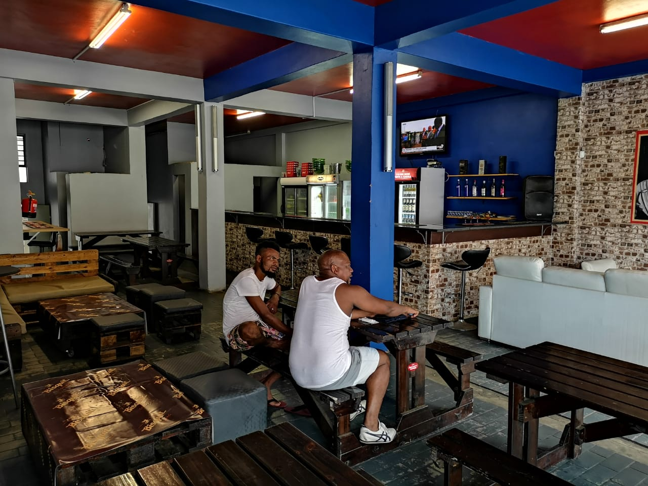 Newly renovated bar FOR SALE