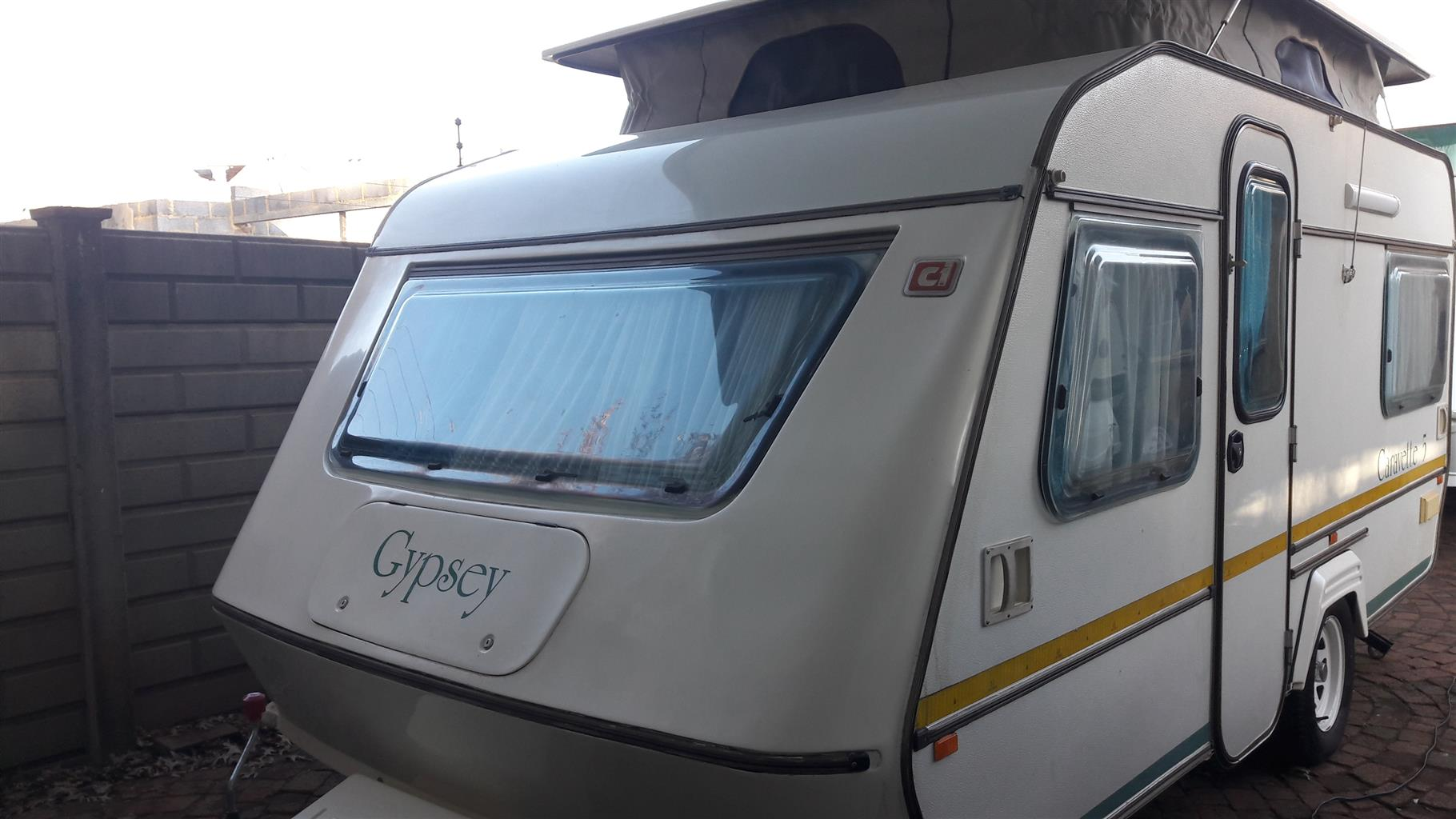GYPSEY CARAVETTE 5 1990 MODEL WITH FULL TENT CONTACT 0835818449 IN VEREENIGING