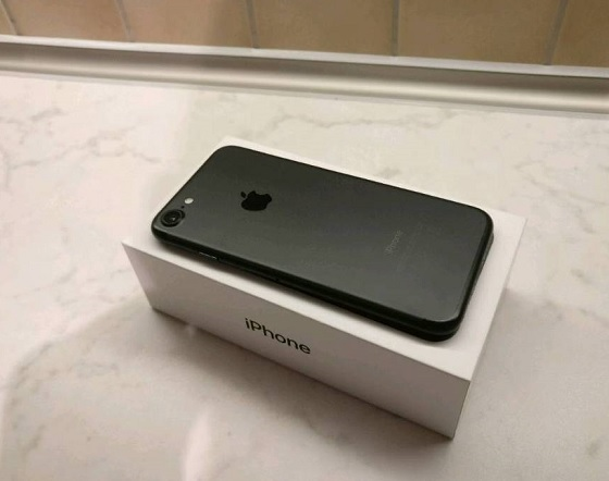 c2760d409e2c Apple Iphone 7 for sale with extras hardly been used excellent condition