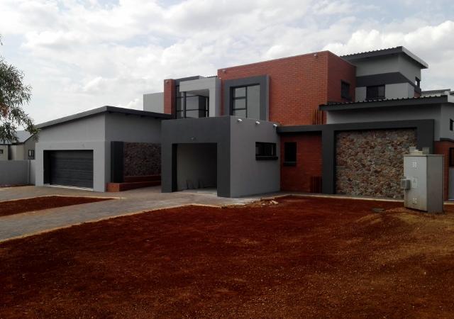 WORTH SEEING...WORTH OWNING!R 4 750 000 Copperleaf Estate, Centurion