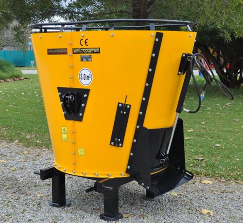 S2334 Yellow Soilmaster Vertical Feed Mixer 2 Cube New Implement