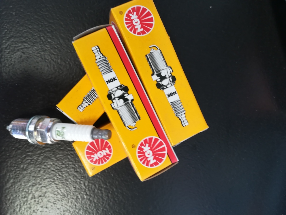 HYUNDAI / KIA BRAKE PADS AND SERVICE KITS