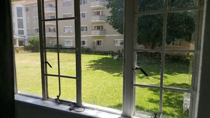 Furnished 1 bedroom apartment in Rondebosch with hi-speed uncapped wi-fi included in rent