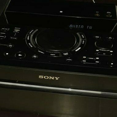 sony shake x10 for sale as new only have a few months whatsapp or contact 0646002261 if interested