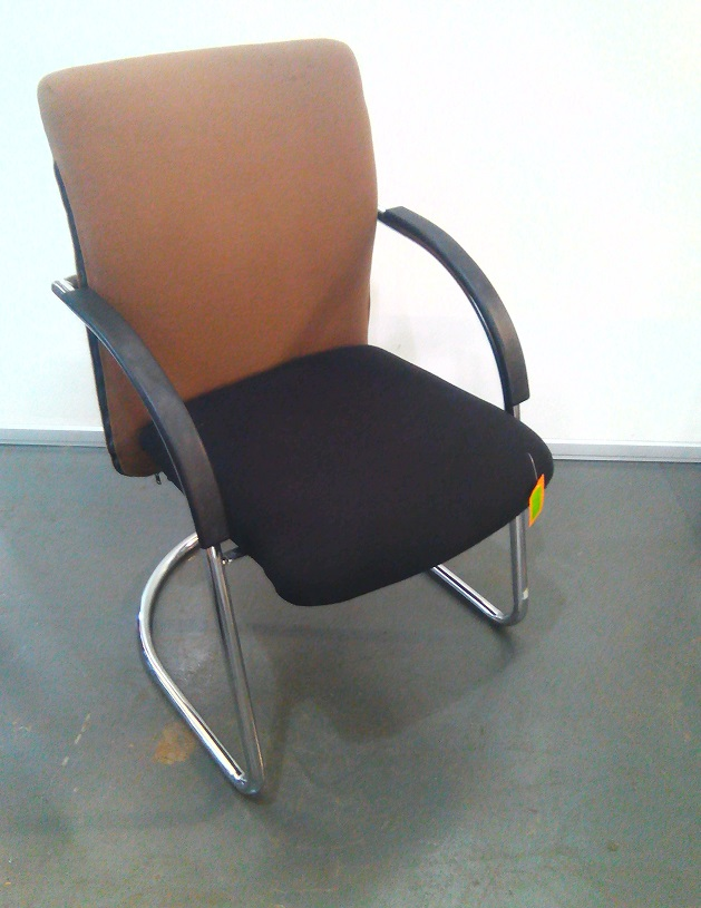 Brown/Black fabric visitor chair