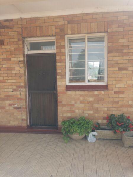 Linmeyer 1bedroom, bathroom, kitchen and lounge Rental R3200
