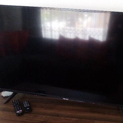 X2 Hisense 49inch Smart TVs For Sale
