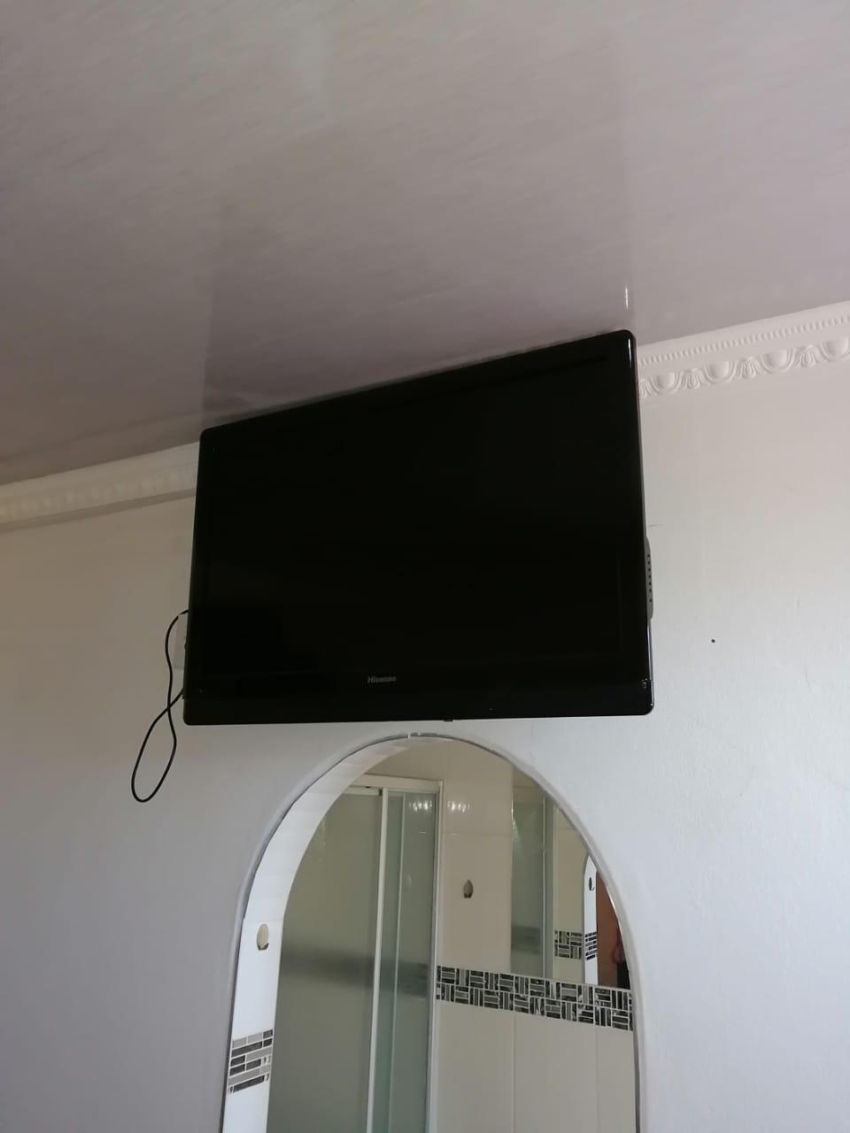 36 inch hisense Tv R5000