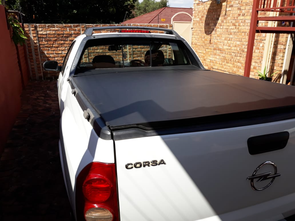 Lockable Tonneau cover for Chev and Opel Utility bakkies