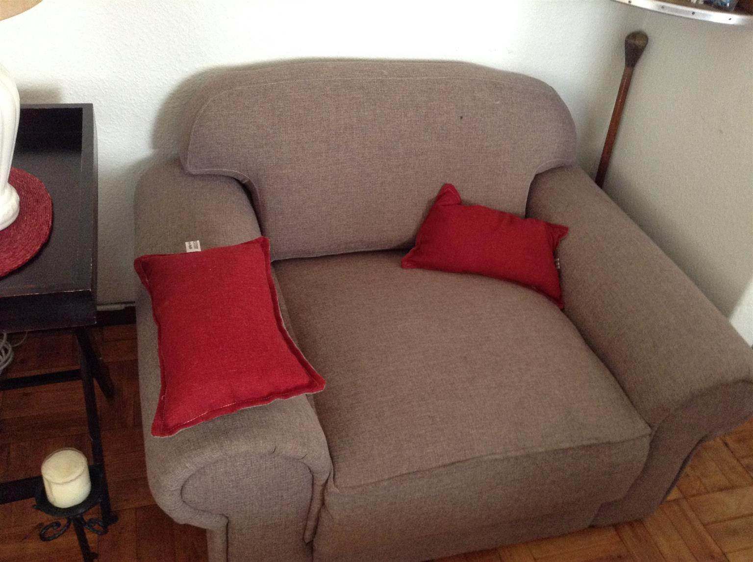 tv caninet and couches