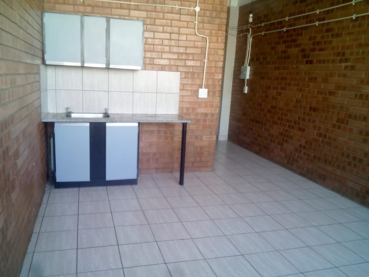 Bachelor flat to let - Maboneng