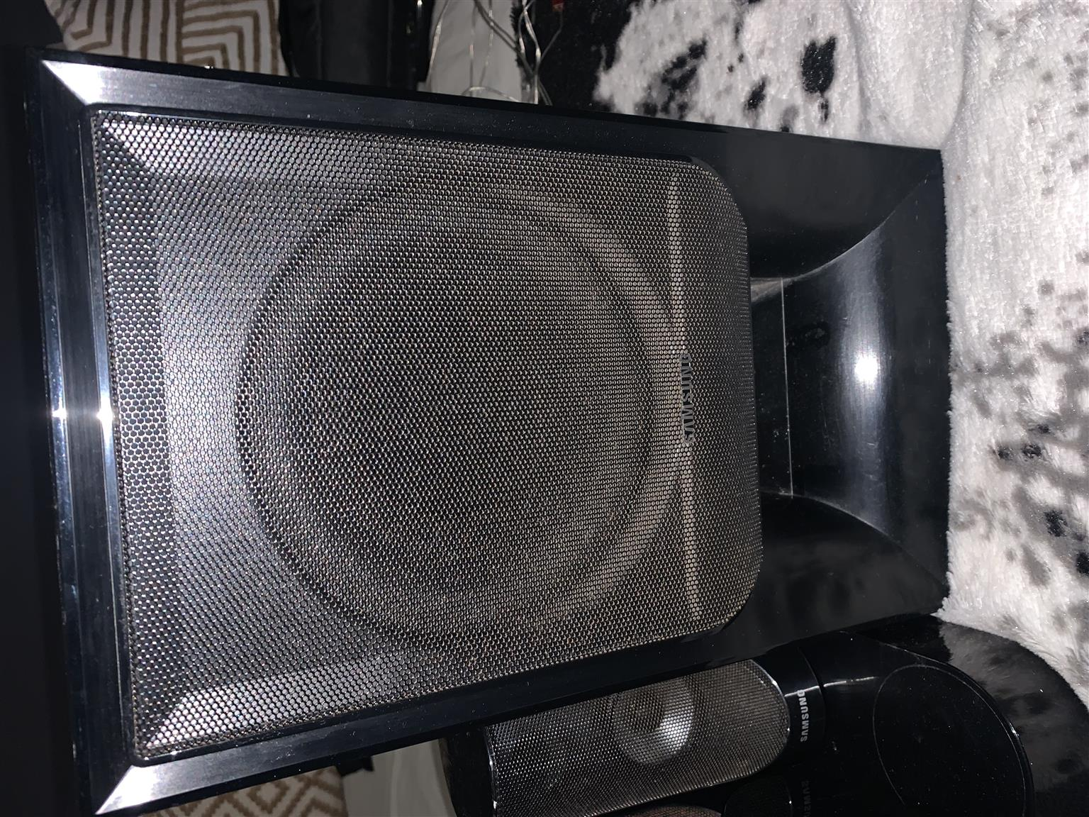 Samsung  Home Theater System - BLU-RAY
