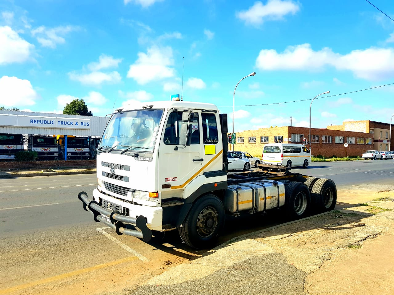 2006 Nissan UD440 6x4 Truck Tractor