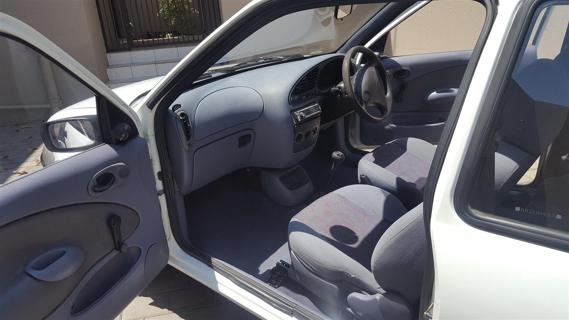 1999 Mazda 121