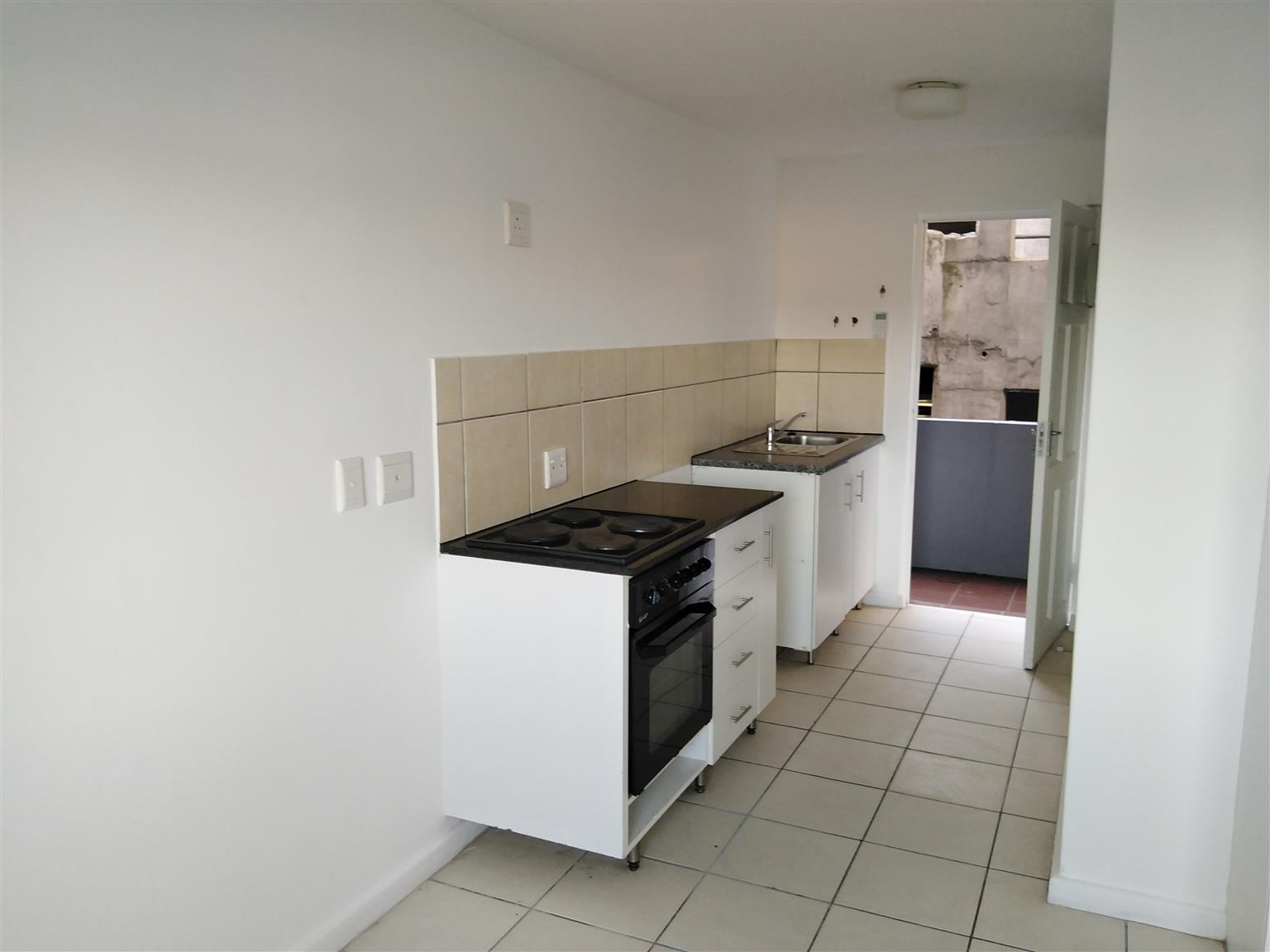 Spacious Small Bachelor apartment KENSINGTON-
