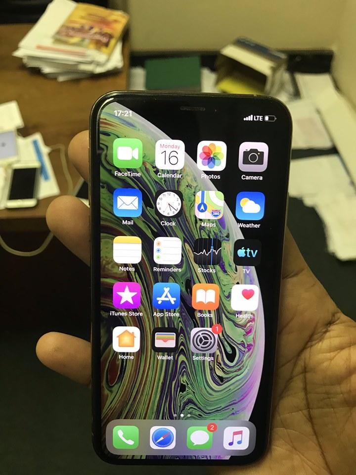 Original iPhone XS gold