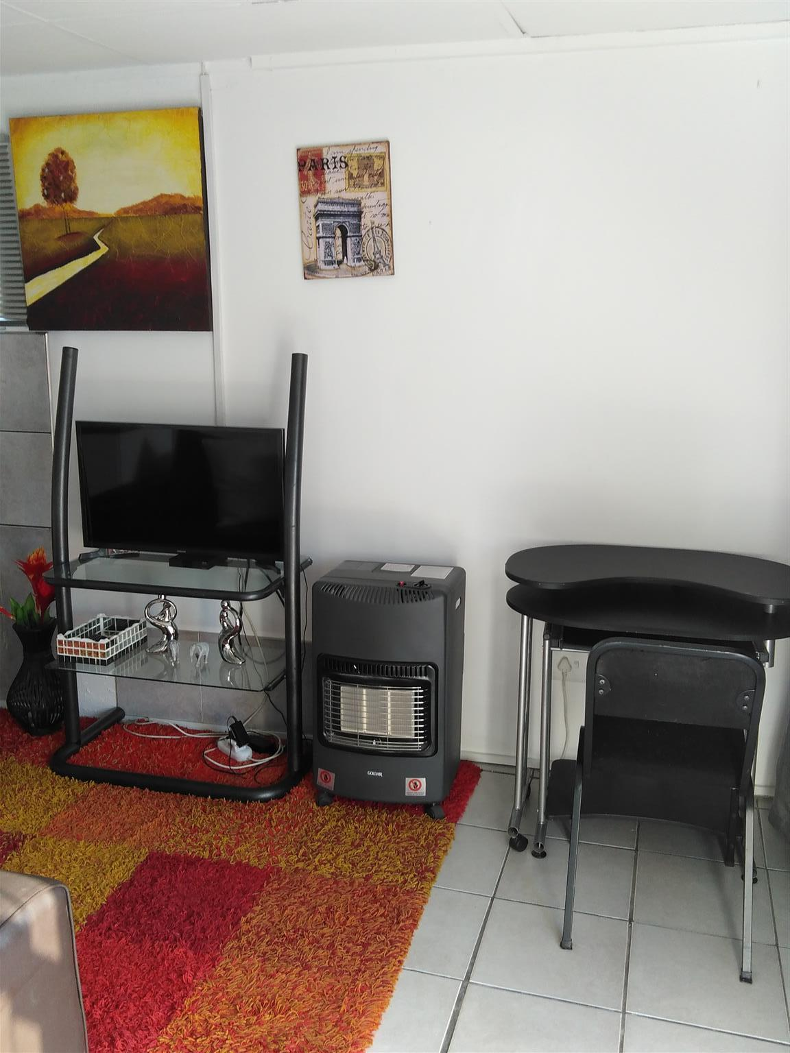 Fully Furnished Flat for Rent (Bachelors) in Glen Marias-R5000 incl W/Light, Covered parking