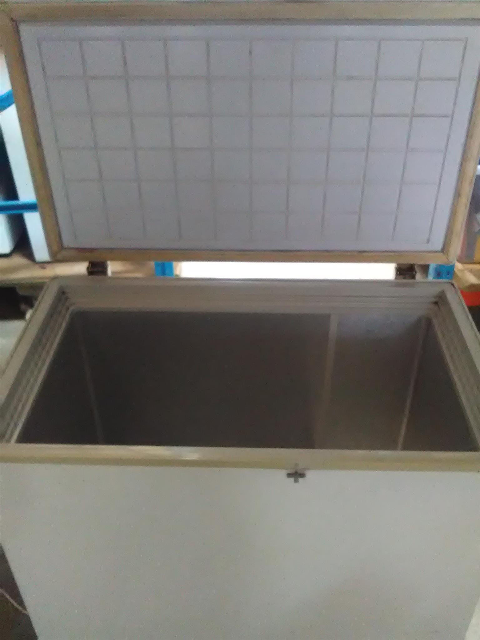 Logik Chest freezer LCF-250  250L