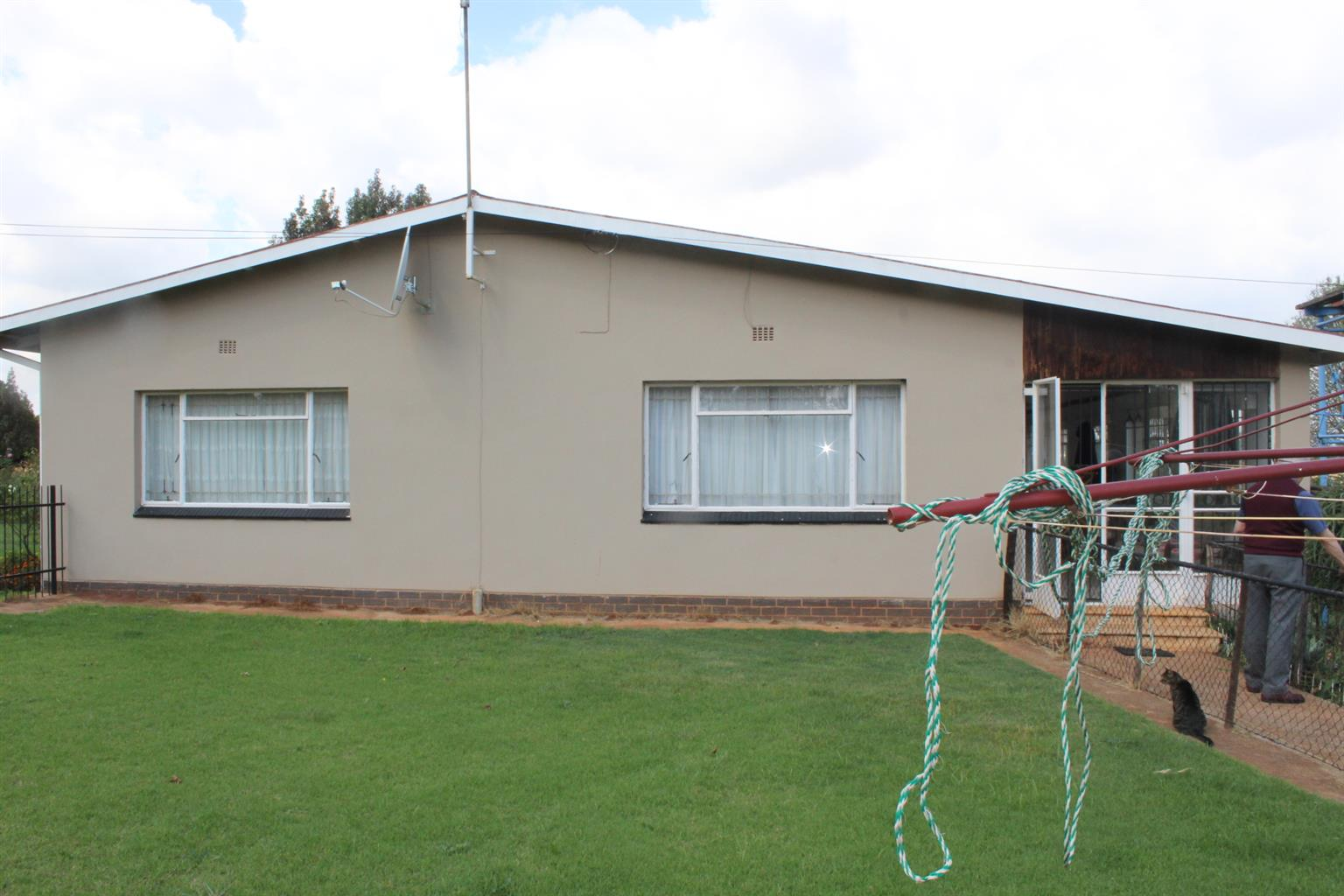 KEMPTON PARK13 MIN. FROM BREDELL-8.5 MINI FARM-2 VERTY GOOD HOUSES-WORKSHOP-GOOD WATER ETC!!