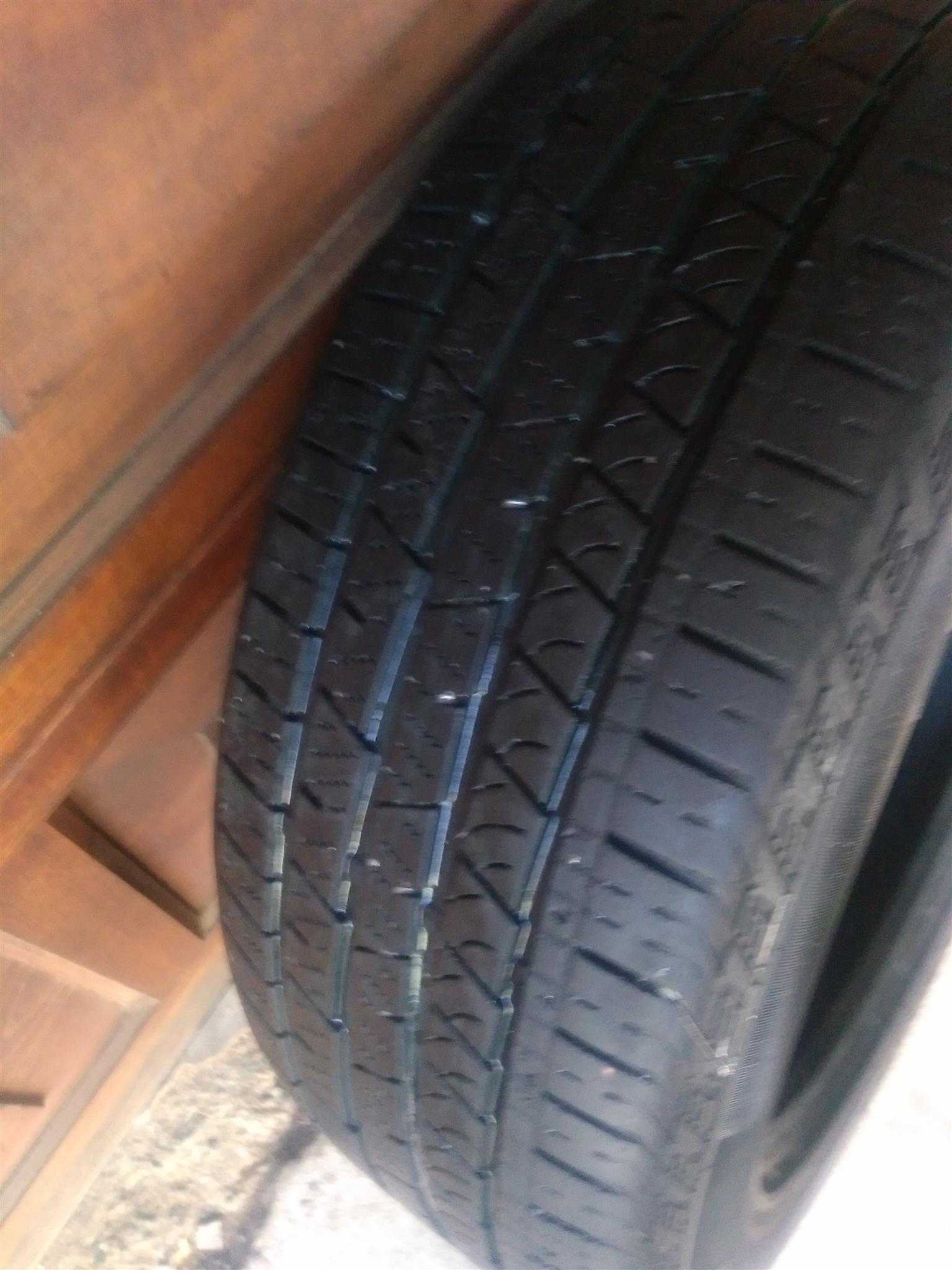 One 90% tread 275/40/20 Achilles Desert Hawk Tyre