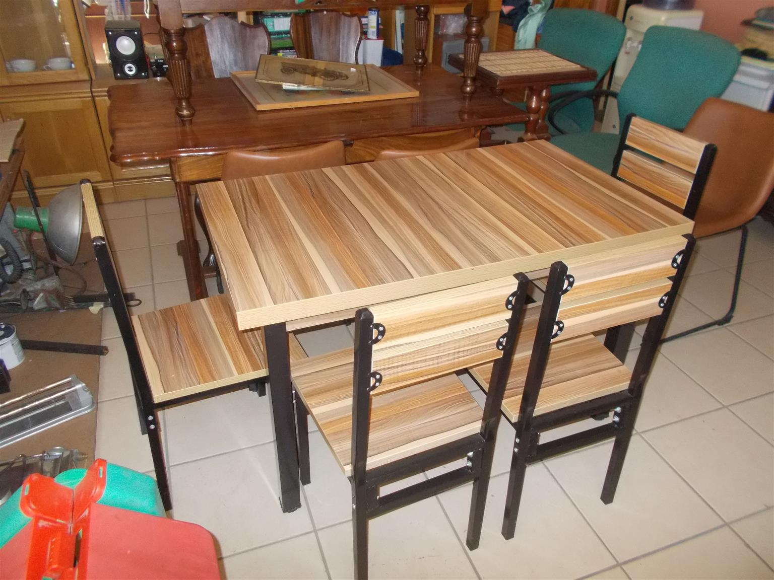 Very Neat Dining Room Table And 4 Chairs Junk Mail