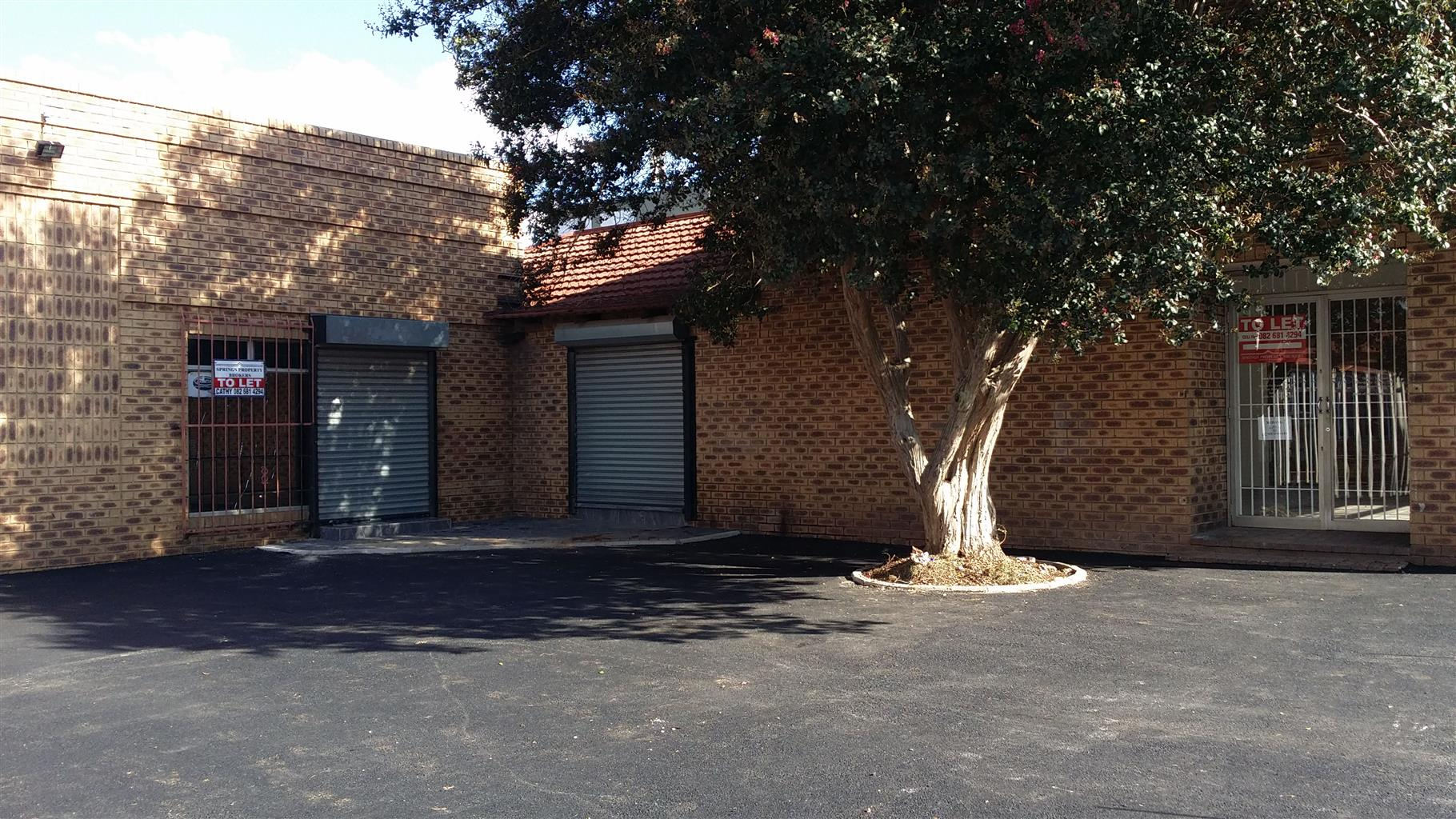 SHOP 92m2 : full retail, SPRINGS - ideal for FRANCHISE tenant.