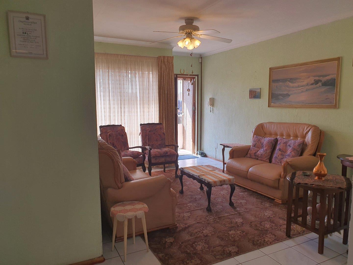 Townhouse For Sale in Raceview
