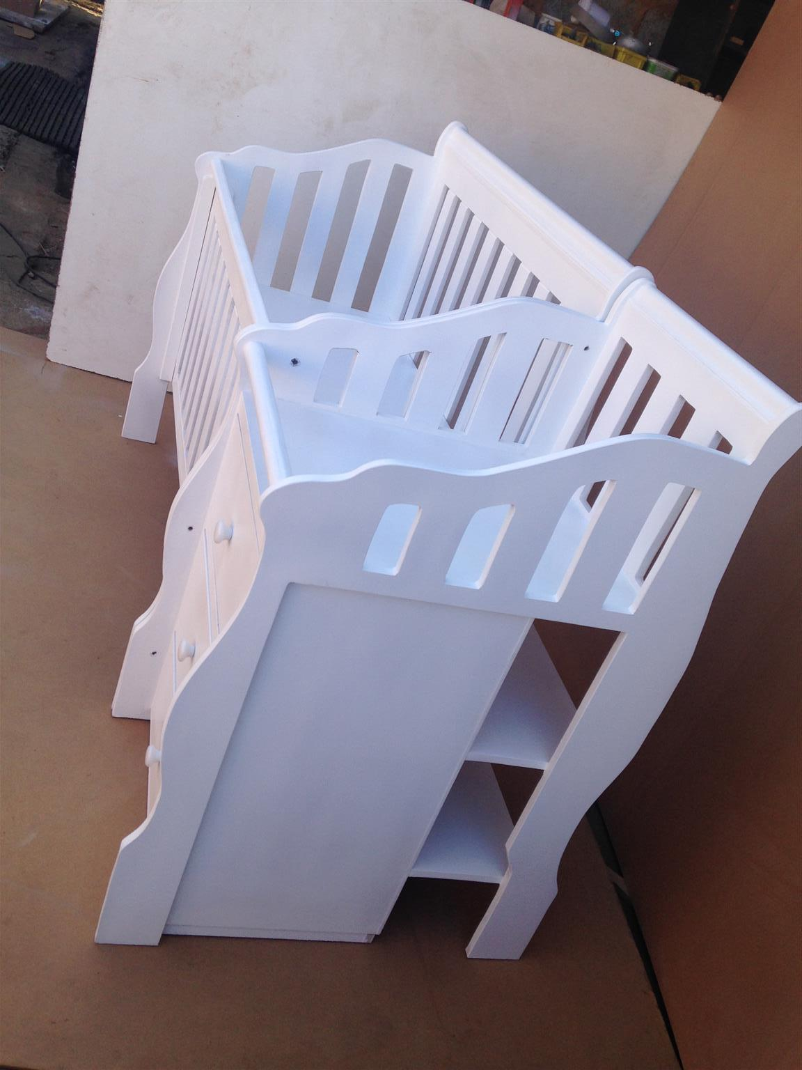 Square Line Baby Cot and Compactum WD-04