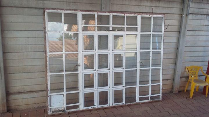 Venster raam 2m x 1.540m met vensters