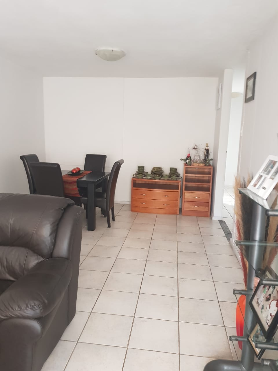 A spacious 3 bedrooms flat it is available@969,9th Avenue Wonderboom South