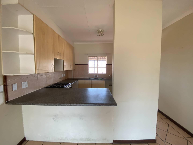 Townhouse Rental Monthly in Mooikloof Ridge