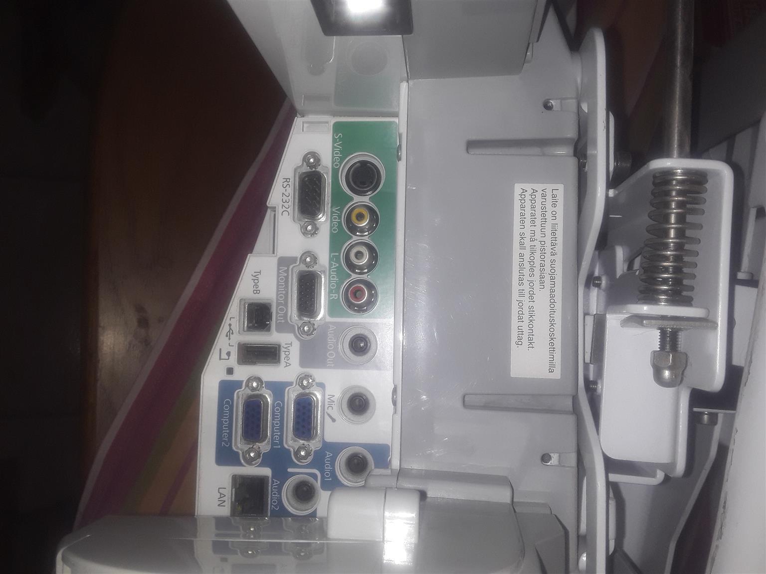 Epson EB460 overhead projector.
