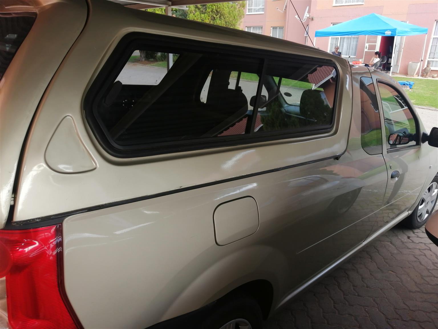 Nissan np200 canopy