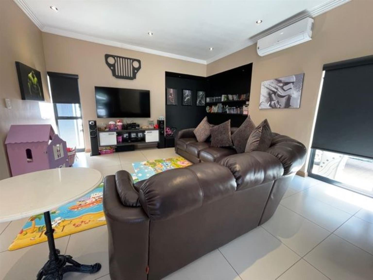 House For Sale in Midstream Hill