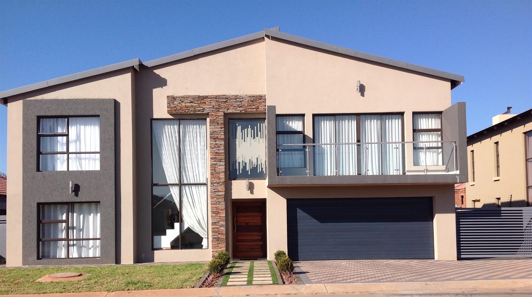 Modern stylish beautiful and safe double storey family house in golf estate