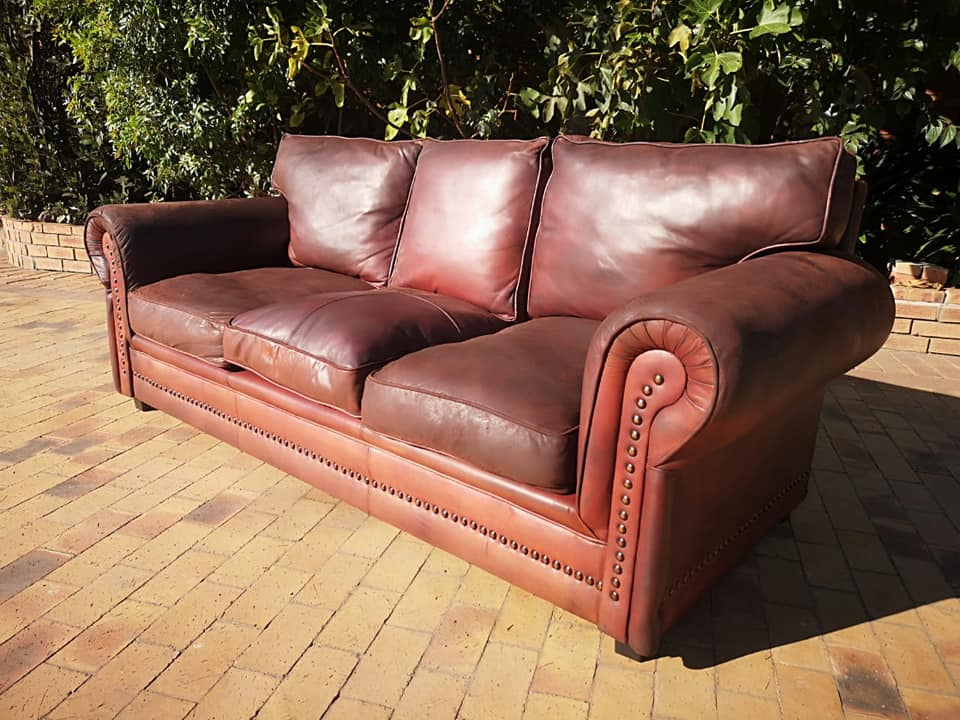 Leather Couch 3 Seater 2.2 mtrs beautiful authentic, weathered design