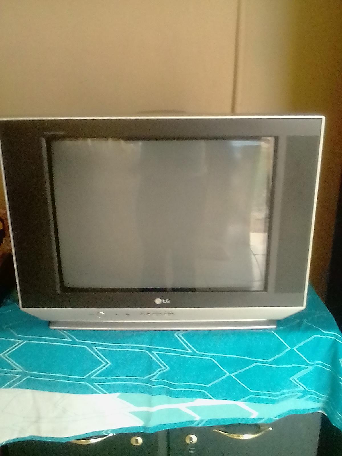LG 54 CM FLATRON COLOUR TV FOR SALE