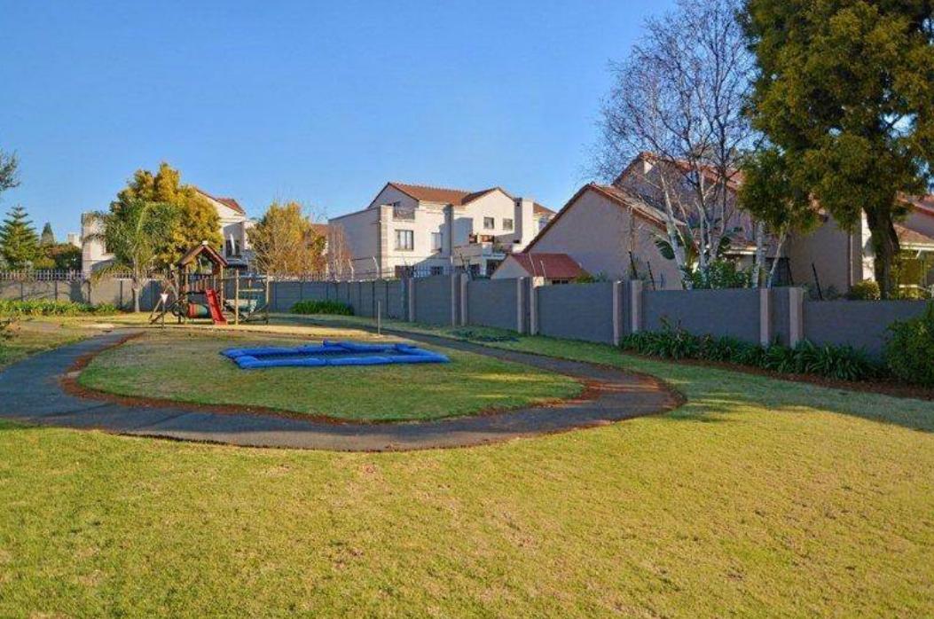 Bedfordview 1 bedroom garden apartment in secure gated estate