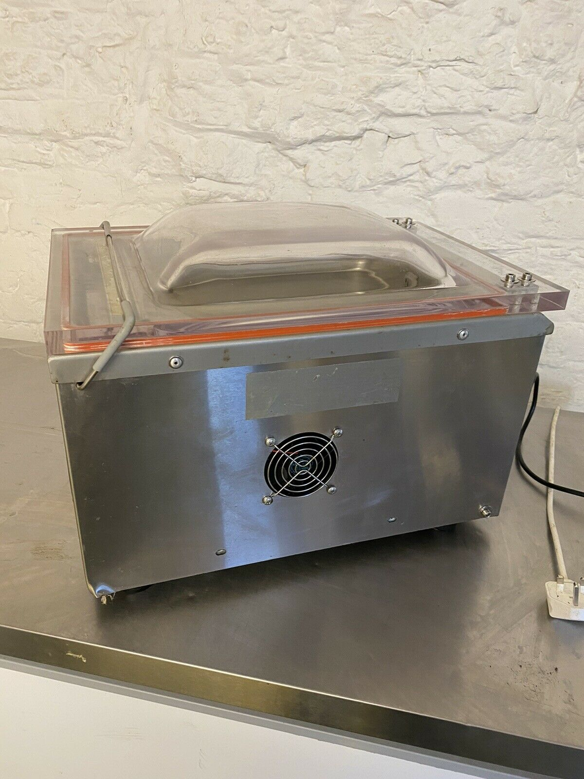 Economical vacuum packing machine for sale. Home and business use