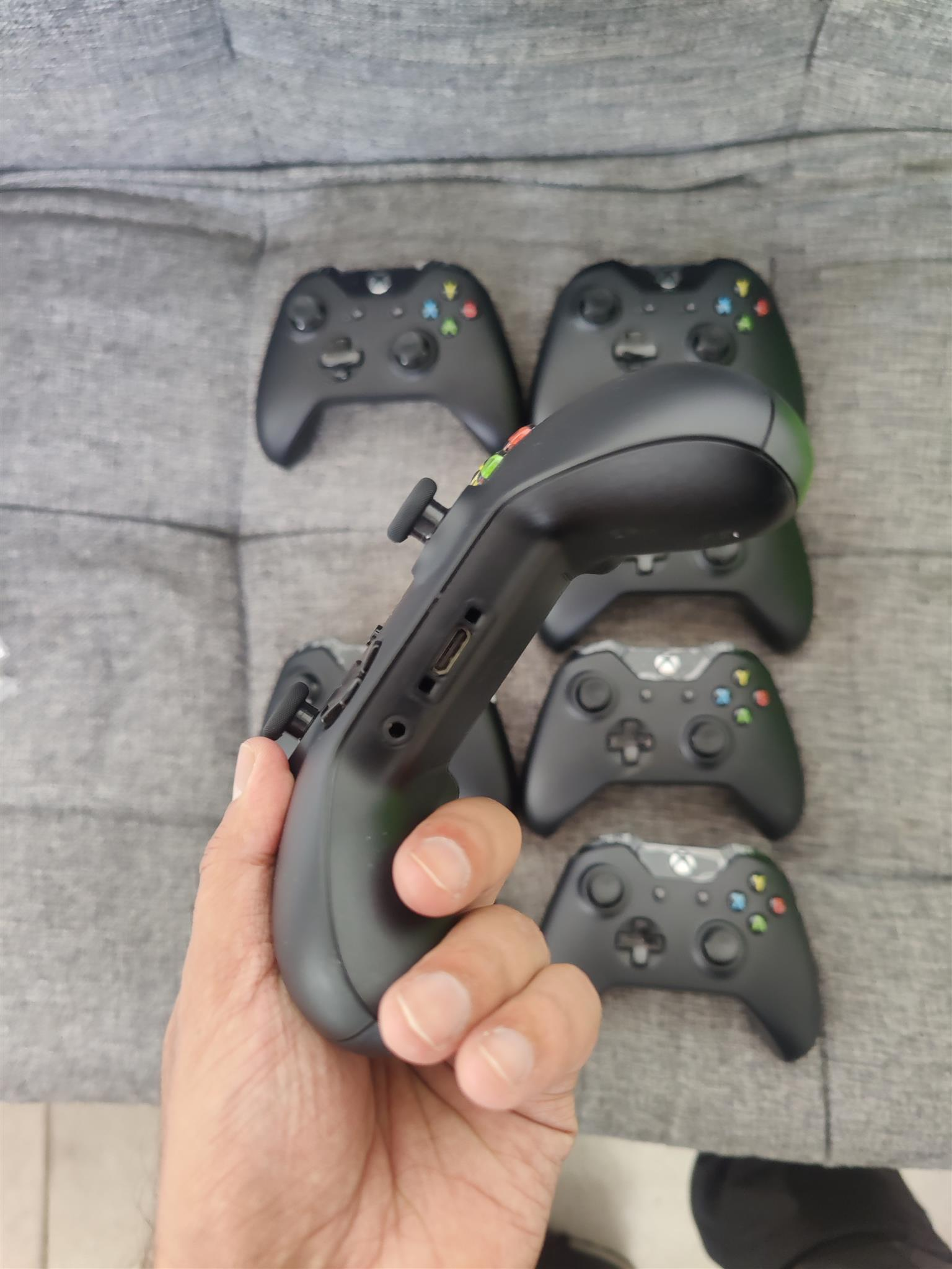 Xbox one controller v2 Brand New with 3.5mm headphone jack input