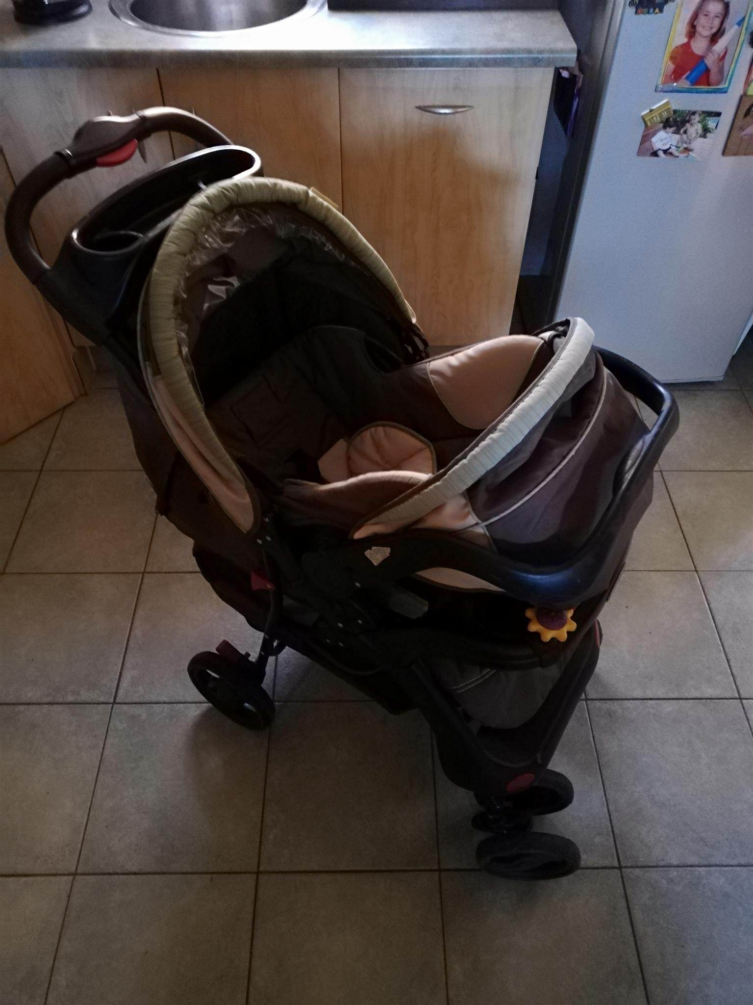 Chelino Pram and carry seat and stroller