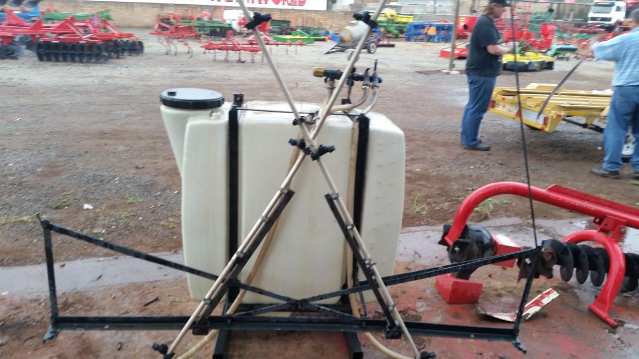 Black U Make 400 L Boomspray Pre-Owned Implement
