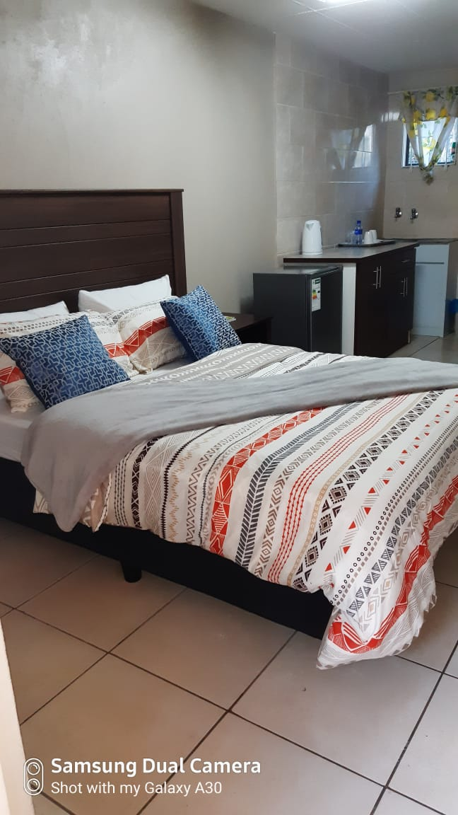 Fully furnished rooms to let per day
